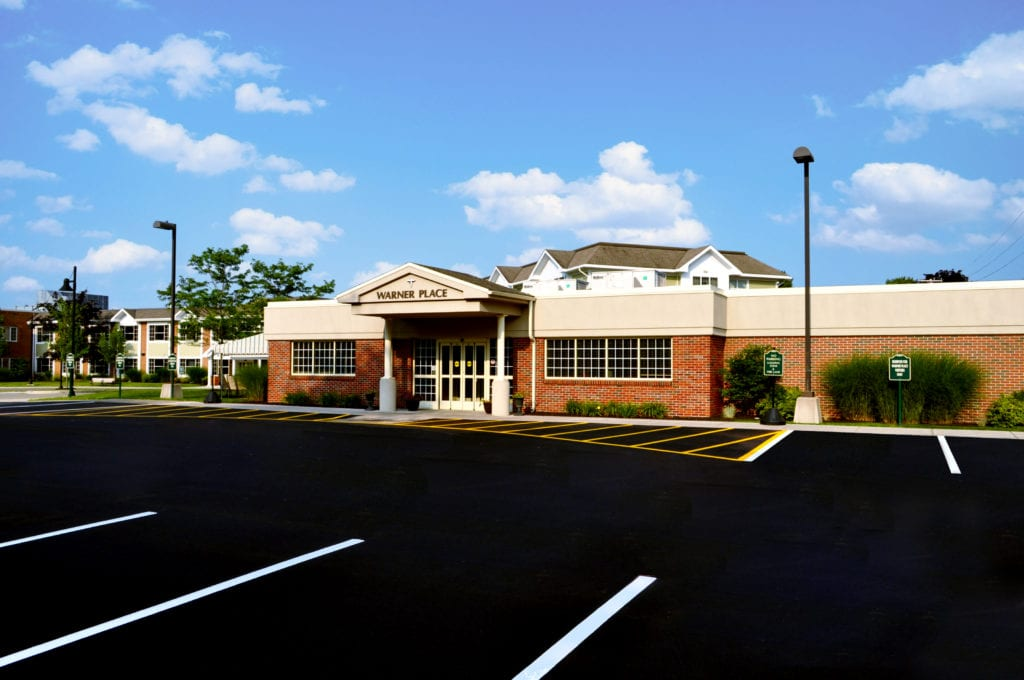 2006 – Warner Place Opens